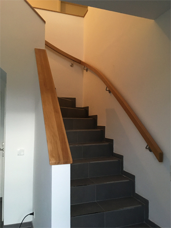 Handlauf und Ablage Treppe -1